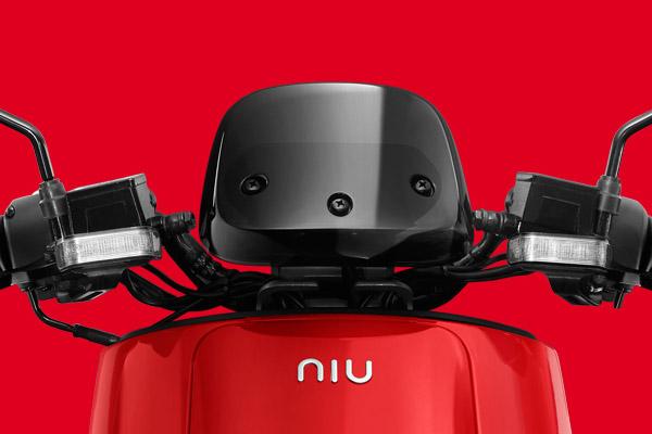 小牛电动车品牌形象推广广告设计